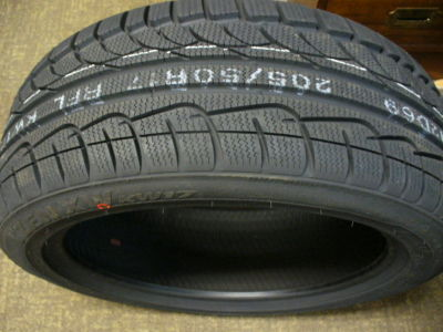 "FOUR  KUMHO I'ZEN XW ""KW17"" WINTER Tires 205 50 R 17"