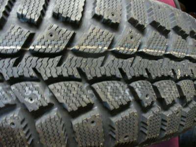 FOUR  KUMHO I'ZEN WIS KW19 WINTER Tires 215 65 R 16